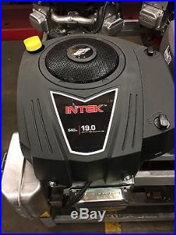 New Briggs & Stratton 33R877-0029 Engine 19 HP Vertical shaft 1x3-5/32