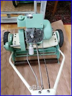 Reo Model we 18 Vintage 1950's Reel Lawn Mower
