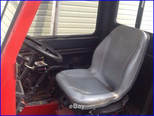 Toro Groundsmaster 325-D 4WD W/ Cab & Broom